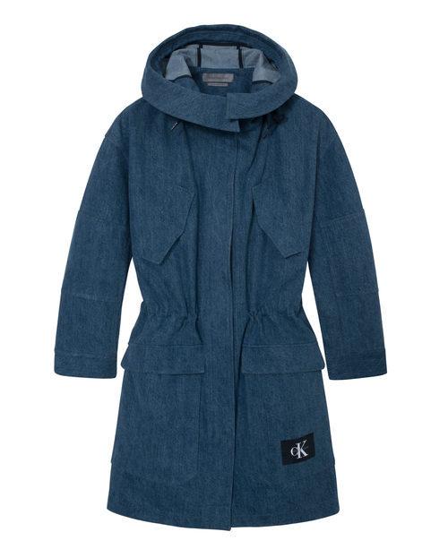 Abrigo femenino de Calvin Klein de la colección primavera jeans 2018