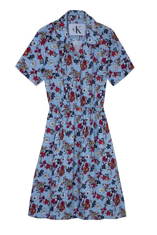Vestido azul con estampado de flores de Calvin Klein de la colección primavera jeans 208