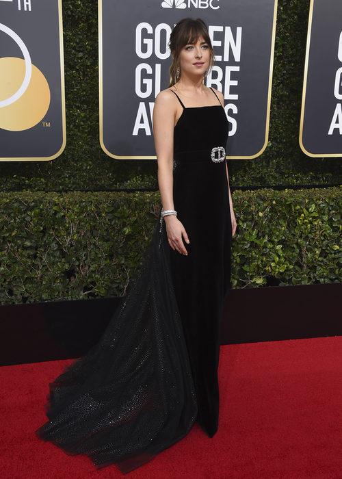 Dakota Johnson con un diseño de Gucci en los Globos de Oro 2018