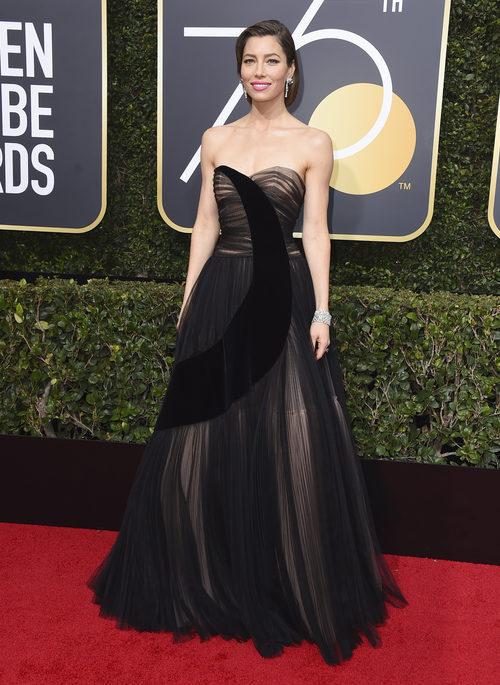 Jessica Biel con vestido de Dior en los Globos de Oro 2018