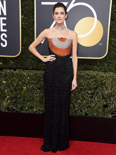 Allison Williams vestida de Armani Privé en los Globos de Oro 2018