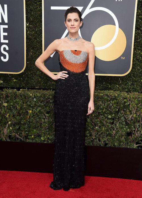 Allison Williams vestida de Armani Privé en los Globos de Oro 2018
