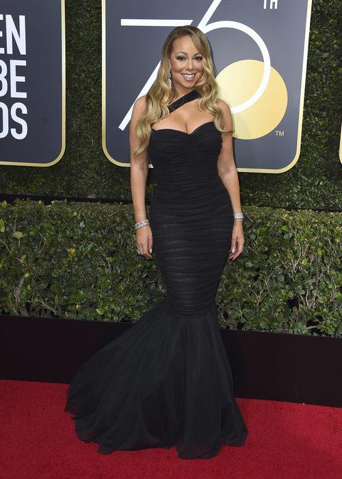Mariah Carey con vestido negro de Dolce&Gabbana en los Globos de Oro 2018