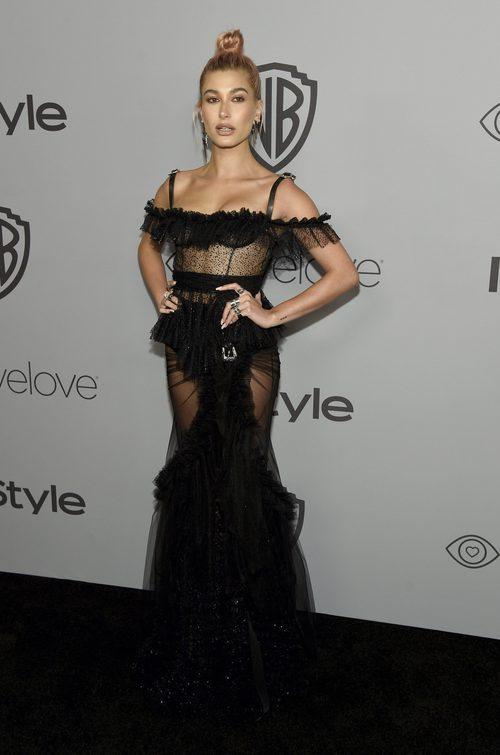 Hailey Baldwin con vestido de DSquared2 en el 'after-party' de InStyle