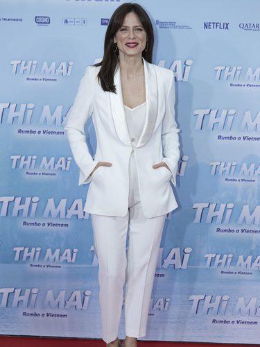 Aitana Sánchez con total look de color blanco en la premiere de 'Thi Mai' en Madrid