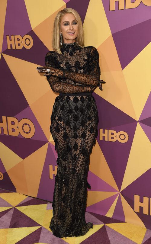 Paris Hilton con un vestido de Yas Couture en la fiesta de HBO tras los Globos de Oro 2018
