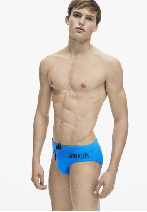 Bañador slip azul de la colección spring 2018 de Calvin Klein