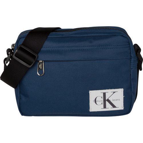Riñonera en color azul de la colección de accesorios spring 2018 de Calvin Klein