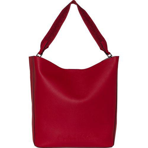 Bolso de piel rojo de la colección accesorios spring 2018 de Calvin Klein