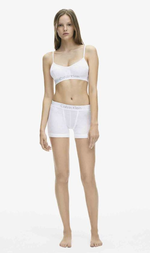Ropa interior femenina en color blanco de la colección spring 2018 de Calvin Klein