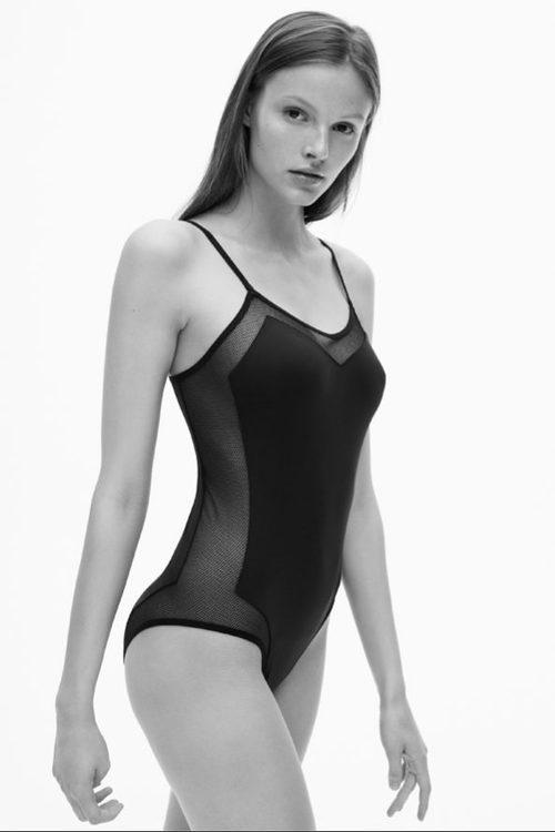 Body negro femenino de la colección spring 2018 de Calvin Klein