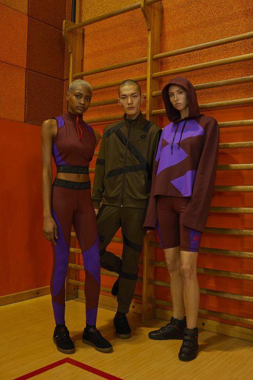 Modelos con ropa deportiva verde y morada Damir Doma/Lotto otoño/invierno 2018