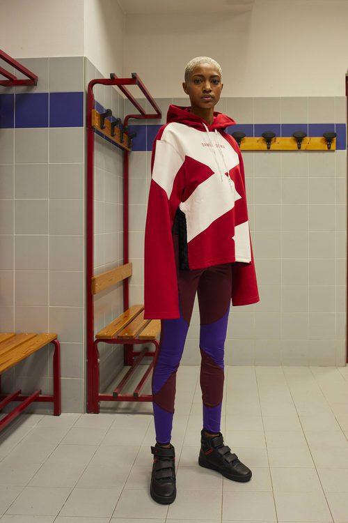 Sudadera roja, blanca y negra de la colección Damir Doma/Lotto otoño/invierno 2018