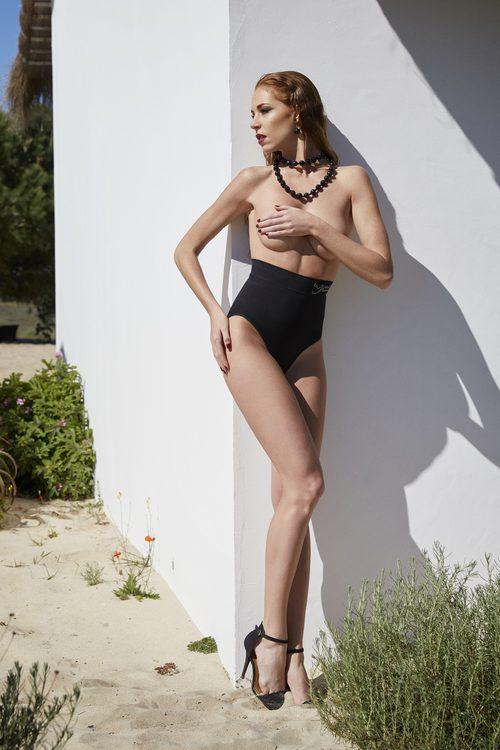 Braguita faja negra de la colección Primavera/Verano 2018 de Ysabel Mora