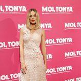 Margot Robbie se atreve con el rosa palo