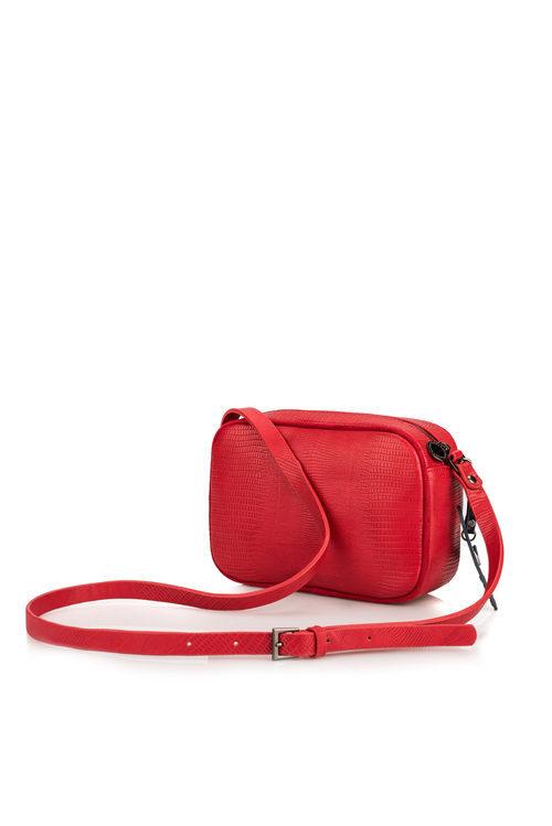 Bolso de color rojo de la colección de accesorios para la temporada de primavera/verano 2018 de Salsa