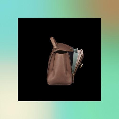 Bolso marrón con lateral abierto de la colección Pre-Spring 2018 de Salvatore Ferragamo