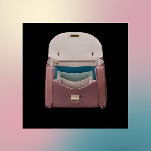 Frontal abierto de bolso rosa de la colección Pre-Spring 2018 de Salvatore Ferragamo