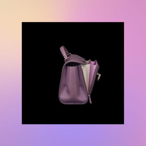 Lateral bolso lila de la colección Pre-Spring 2018 de Salvatore Ferragamo