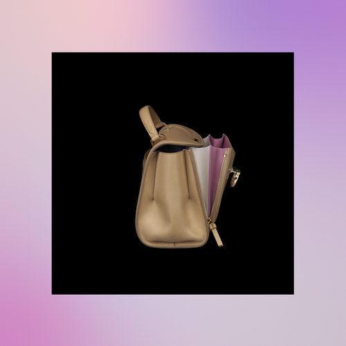 Lateral bolso beige de la colección Pre-Spring 2018 de Salvatore Ferragamo