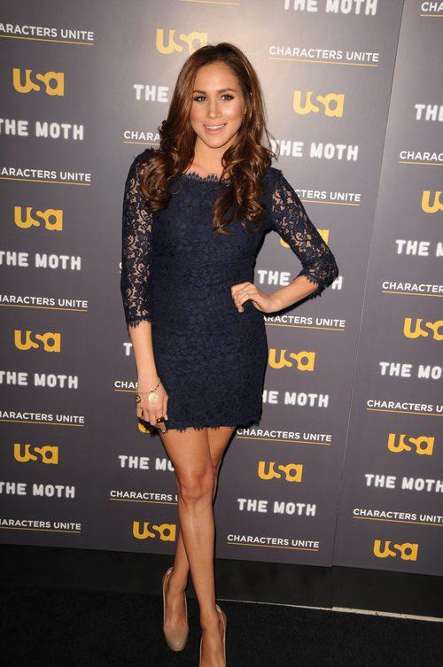 Meghan Markle con un vestido negro en un evento de cine celebrado en Hollywood en 2012