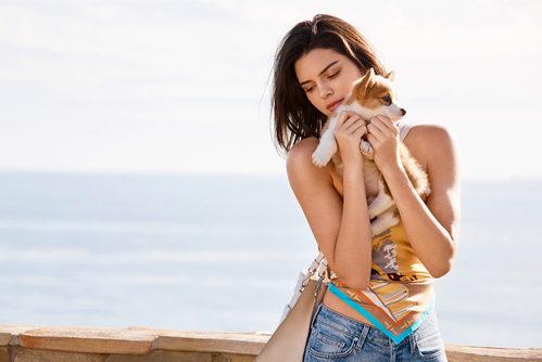 Bolso rosa palo de la campaña primavera/verano 2018 de Tod´s protagonizada por Kendall Jenner