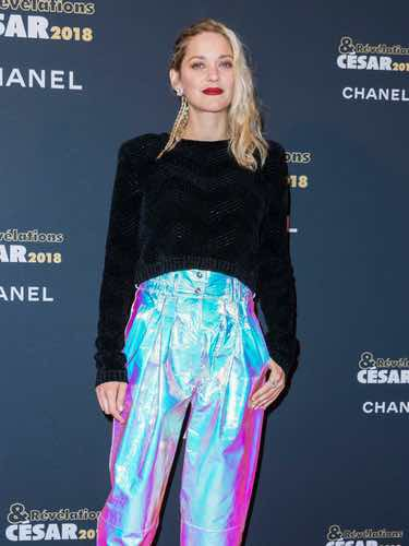 Marion Cotillard en los Cesar - Revelations 2018 con unos bombachos fluorescentes