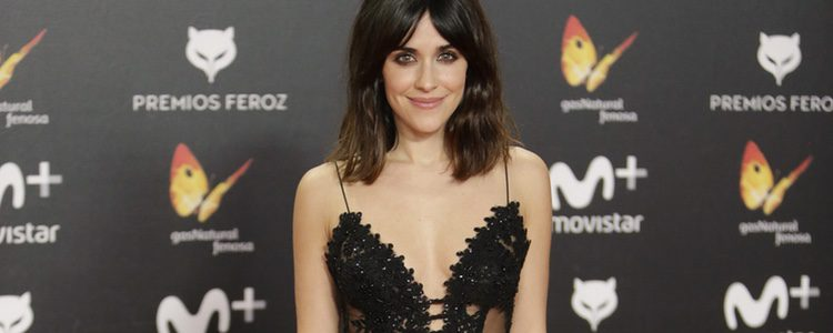 Marcarena García con un vestido negro con transparencias en los premios Feroz 2018