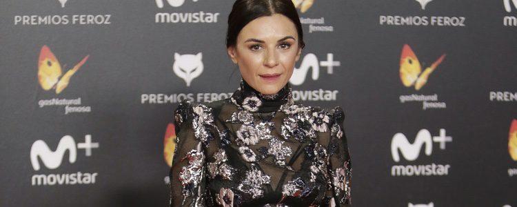 Miren Ibarguren con un vestido de transparencias negro en los premios Feroz 2018