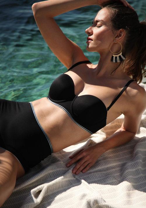 Conjunto bikini en color negro de la colección primavera/verano 2018 de Wolford
