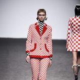 Chaqueta pantalón de cuadros de María Escote de la campaña otoño/invierno 2018/2019 en la Madrid Fashion Week