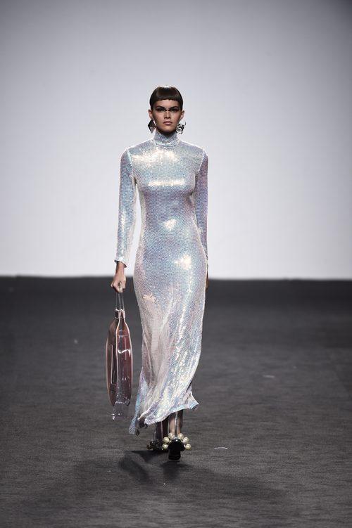 Vestido de lentejuelas de María Escote de la campaña otoño/invierno 2018/2019 en la Madrid Fashion Week