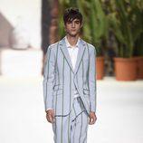 Traje corto de hombre azul celeste de Roberto Verino de la campaña otoño/invierno 2018/2019 en la Madrid Fashion Week