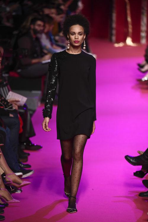 Vestido negro de Jorge Vázquez de la colección otoño/invierno 2018/2019 en la Madrid Fashion Week