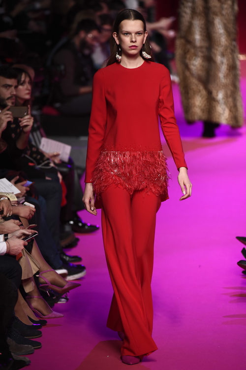 Mono rojo de Jorge Vázquez de la colección otoño/invierno 2018/2019 en la Madrid Fashion Week