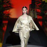 Traje con estampado japonés de Hannibal Laguna de la coleción Orient Bloom en la Madrid Fashion Week