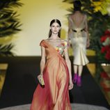 Traje naranja de Hannibal Laguna de la coleción Orient Bloom en la Madrid Fashion Week