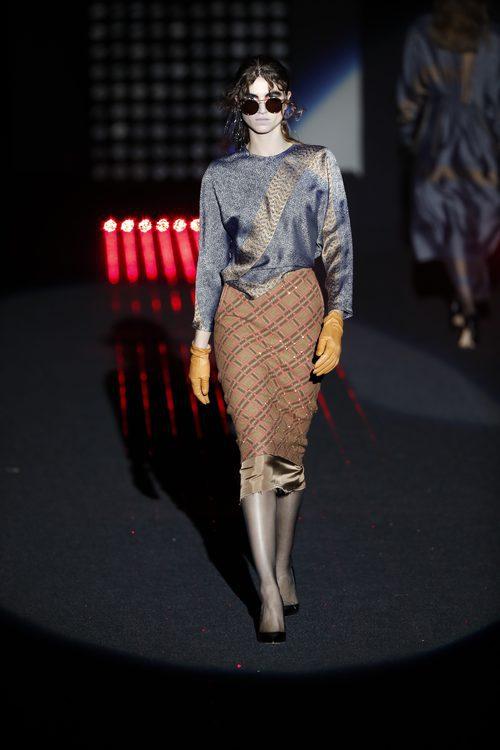 Falda naranja de cuadros    Ana Locking otoño/invierno 2018/2019 en la Madrid Fashion Week