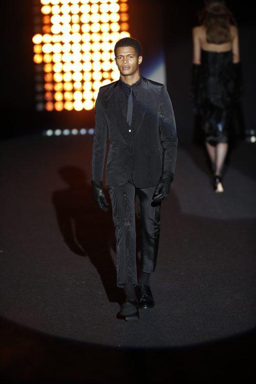 Traje negro    Ana Locking otoño/invierno 2018/2019 en la Madrid Fashion Week