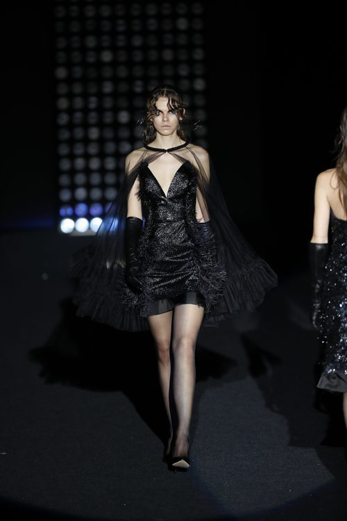Vestido corto negro    Ana Locking otoño/invierno 2018/2019 en la Madrid Fashion Week