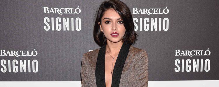 Lucía Rivero con un traje-pantalón de brillos