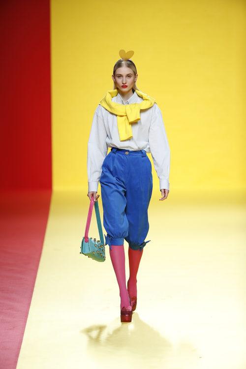 Pantalones por la rodilla de Ágatha Ruíz de la Prada otoño/invierno 2018/2019 en la Madrid Fashion Week