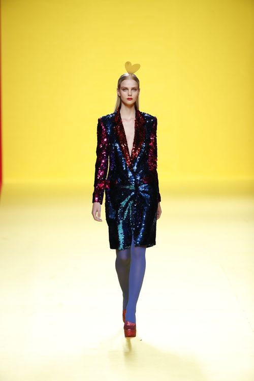 Vestido de sastrería de Ágatha Ruíz de la Prada otoño/invierno 2018/2019 en la Madrid Fashion Week