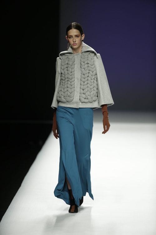 Chaqueta de lana gruesa de Ángel Schlesser otoño/invierno 2018/2019 en la Madrid Fashion Week