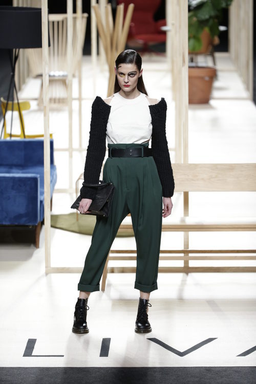Pantalón verde oliva de Juanjo Oliva otoño/invierno 2018/2019 en la Madrid Fashion Week