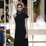 Vestido negro de Juanjo Oliva otoño/invierno 2018/2019 en la Madrid Fashion Week