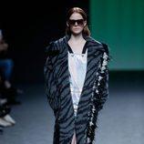 Abrigo animal print de Custo Barcelona colección otoño/invierno 2018/2019 para Madrid Fashion Week