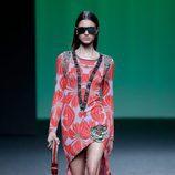 Vestido estampado naranja de Custo Barcelona colección otoño/invierno 2018/2019 para Madrid Fashion Week