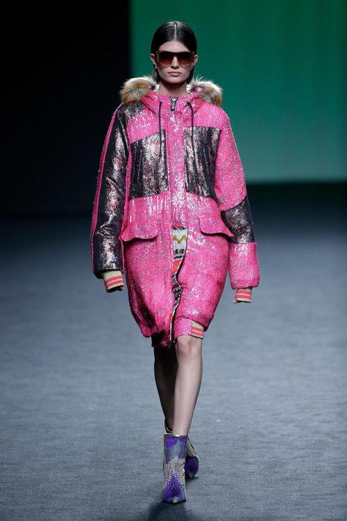 Cazadora oversized lentejuelas de Custo Barcelona colección otoño/invierno 2018/2019 para Madrid Fashion Week