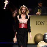 Vestido con cuello de Ion Fiz colección otoño/invierno 2018/2019 en Madrid Fashion Week